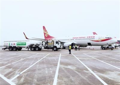 波音737机型执飞的海南航空飞机从上海虹桥飞抵北京