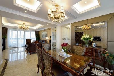 电视背景墙左右对称的暗门设计是客厅中的一个亮点
